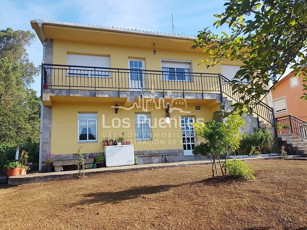 Casa con finca urbana de 2.500m² en Sarandones (Abegondo)