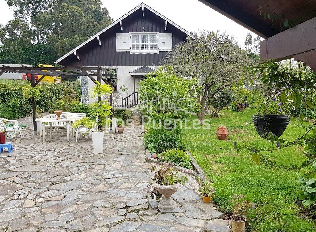 Chalet independiente con casa de invitados – Guísamo centro